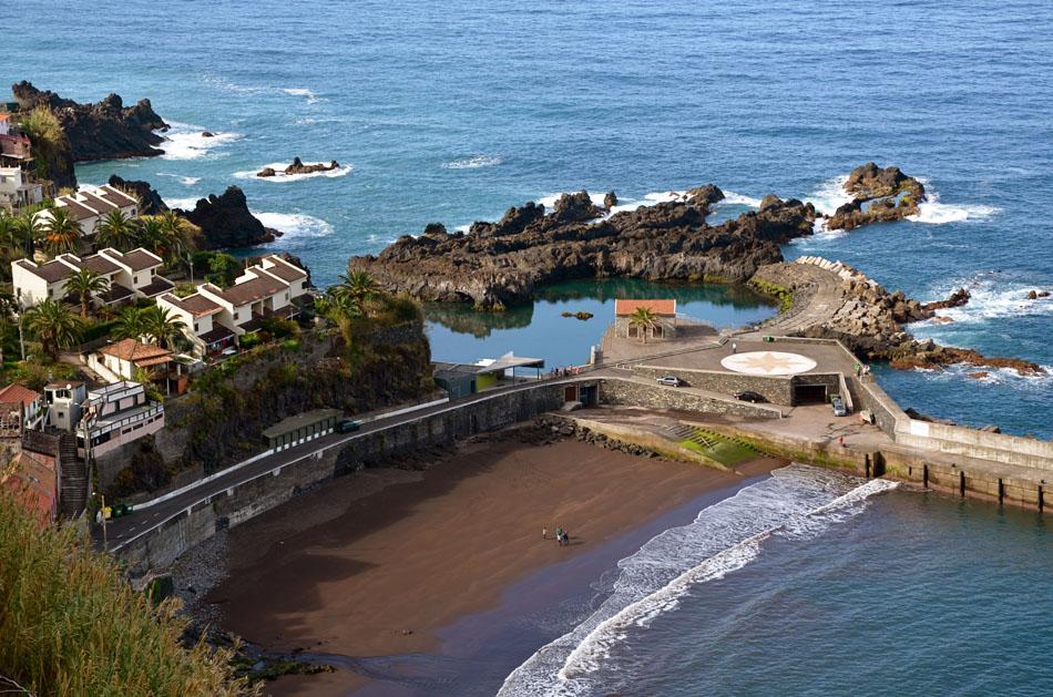 Praia-do-Porto-do-Seixal-e-Piscinas-Naturais